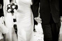 220x220 1253420627249 weddingcouple
