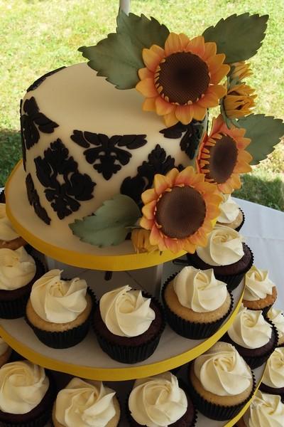 1417541611885 Cam00092 Eliot wedding cake