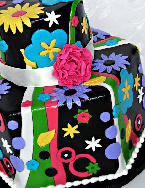 600x600 1304470953529 funkymoderncontemporarycakecloseup