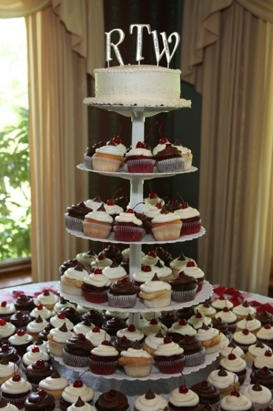 cupcakes smiles wedding cake camillus ny weddingwire. Black Bedroom Furniture Sets. Home Design Ideas