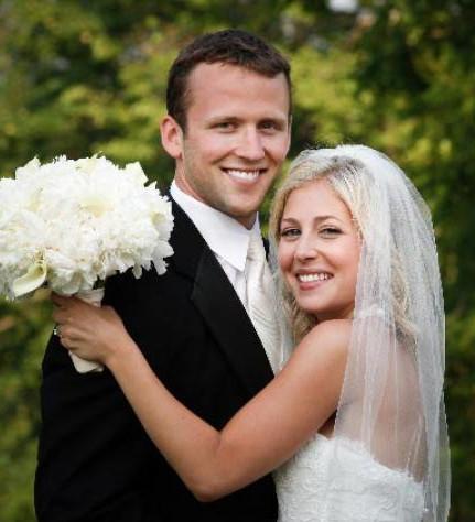 600x600 1422412726466 couple w veil white peonies