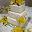 130x130 sq 1306601205192 whiteyellowrosesweddingcake