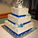 130x130 sq 1320604041196 interlockingheartscornflowerbluebuttercreamroseweddingcake10.22.11resized