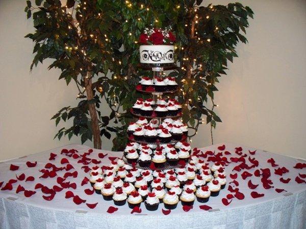Modern Black Red White Cupcakes Garden Spring Summer Winter Wedding Cakes Photos Pictures