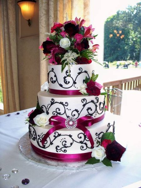 burgundy black and white wedding cake modern black burgundy ivory purple white garden 12234