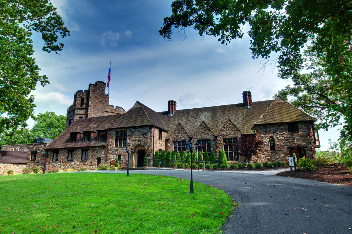 Stokesay castle venue reading pa weddingwire for Wedding dresses reading pa