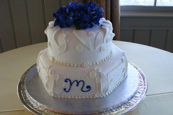 1318304083248 Winter176 Raleigh wedding cake