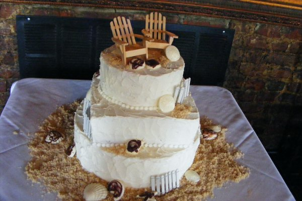 1318304125025 Winter191 Raleigh wedding cake