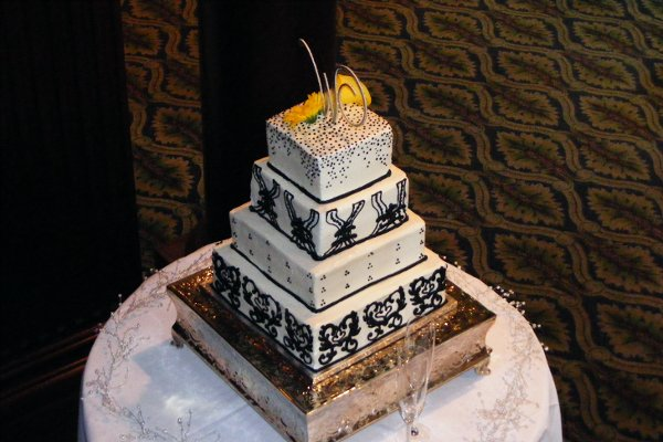 1318304299153 Cakesrus020 Raleigh wedding cake