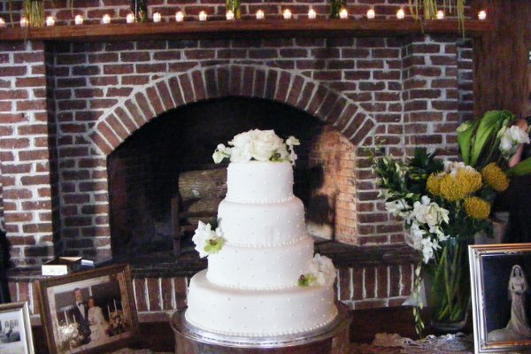 1318304374906 Cakesrus009 Raleigh wedding cake