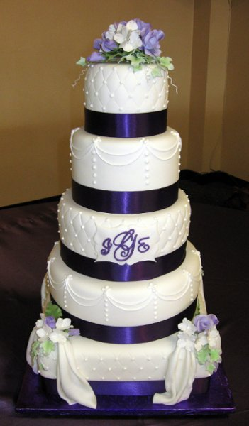 bussnemu - purple and green wedding cake ideas
