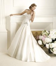 DOROTHY The uniqueness of Dorothy from the Pronovias 2013 collection lies in its careful, simple lines. This romantic style taffeta wedding dress has a flattering sweetheart neckline and comprises a series of flat drapes that envelop the body. A white, floral gemstone appliqué emphasises the hip and the elegant A-line skirt, which is flounced and fans out into a beautiful train.