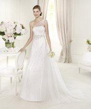 URSULA Ursula , from the Glamour by Pronovias 2013 collection brings some original, modern style with its flattering off-the-shoulder neckline, decorated with a stunning shower of floral and beaded embroidery. This A-line wedding dress is made in delicate tulle. A wonderful beaded belt marks the start of an elegant skirt, decorated with an enveloping cascade of delicate appliqués.