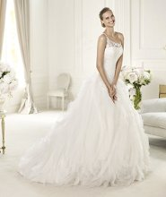 ULMEN Ulmen by Pronovias 2013 has an unmistakably modern style. Made in soft tulle and delicate organza, this wedding dress has an original asymmetric neckline and a cornelli bodice with beautiful beaded details. The skirt of this princess dress is made of circular frills.