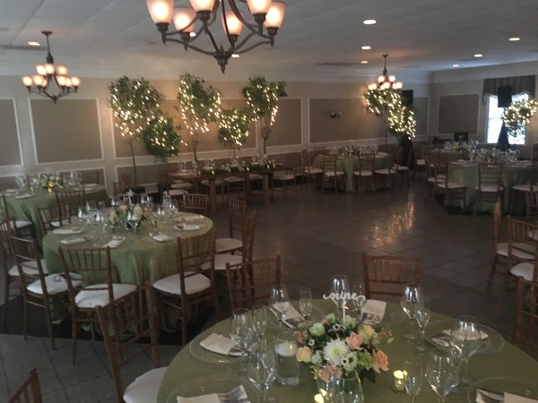600x600 1512587776952 murphy ballroom with trees and head table