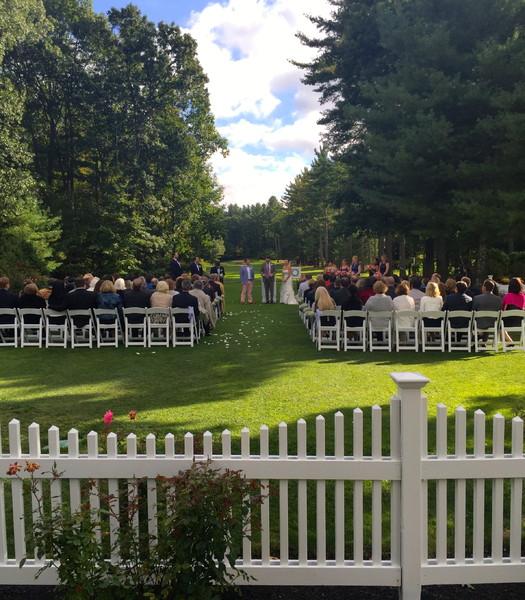 600x600 1444147938000 lara  justin outside wedding ceremony 10 4 15