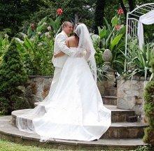 220x220 1330617836411 bridegroomweddinggardenlowerstepsbymaryotter044