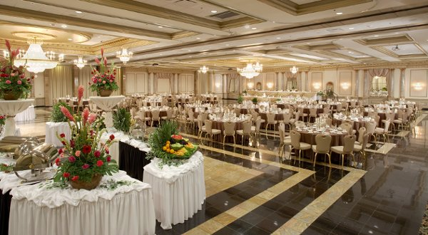 600x600 1345573525037 weddingreception2roomsideseta