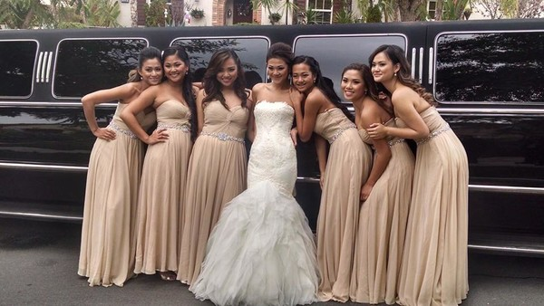 600x600 1502762671132 bride and brides maids with limo 5