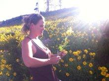 220x220 1312396430657 laurasflowerpic