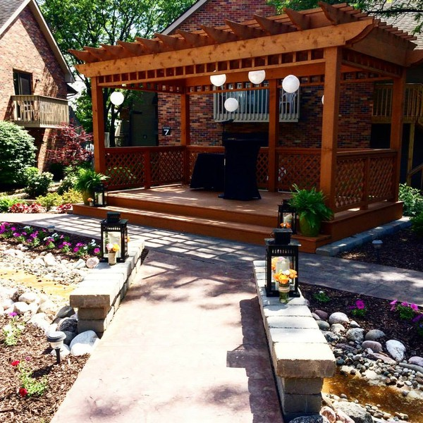 Outdoor Wedding Illinois: Eastland Suites Hotel & Conference Center