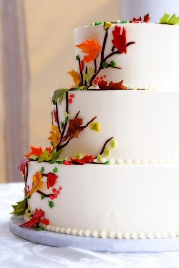 1244213051156 Leaves Danvers wedding cake