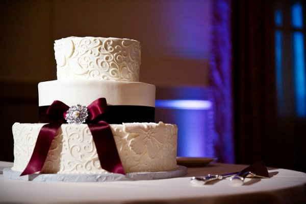 1358807514889 Bow Danvers wedding cake