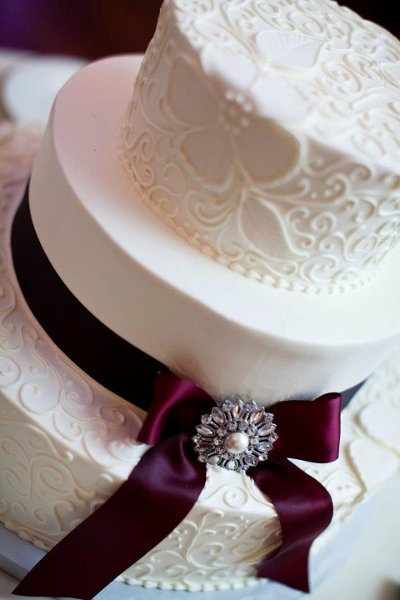 1358807542008 Lacescroll Danvers wedding cake