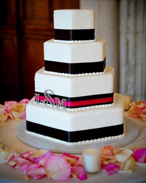 1358809353582 Turnerhill001 Danvers Wedding Cake