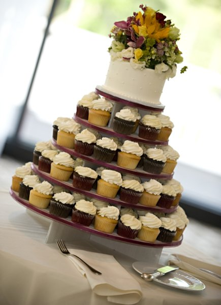 1358809491022 StephanieAdamMarried530489 Danvers wedding cake