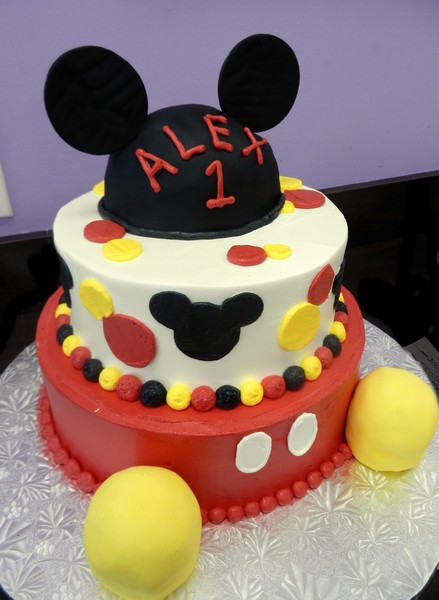 1372078443318 Mickey Mouse I Danvers wedding cake