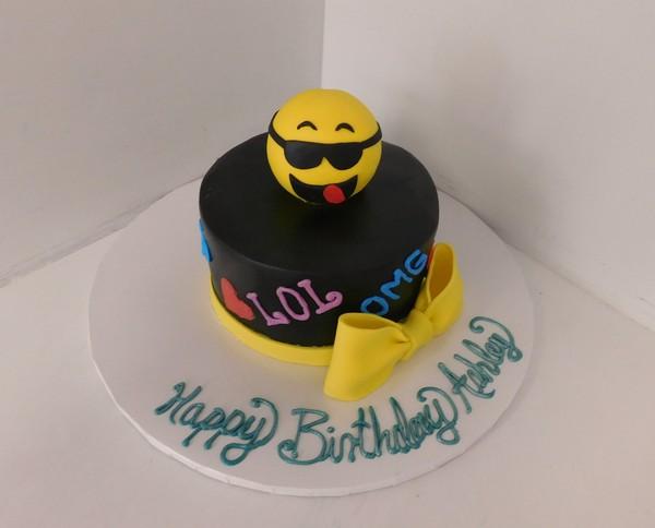 600x600 1478713176375 emoji cake