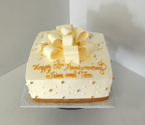 1478715625261 50th Anniversary Wc Bow Danvers wedding cake