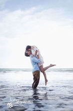 220x220 1467941745 e0d5e92fa2c4963e johnandcolette photo beach engagement 3