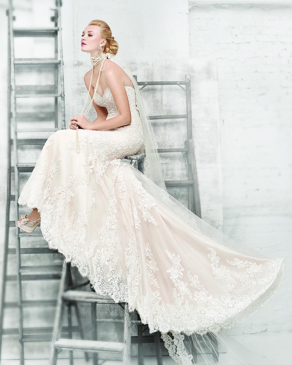 Minneapolis Wedding Gowns: Dress & Attire