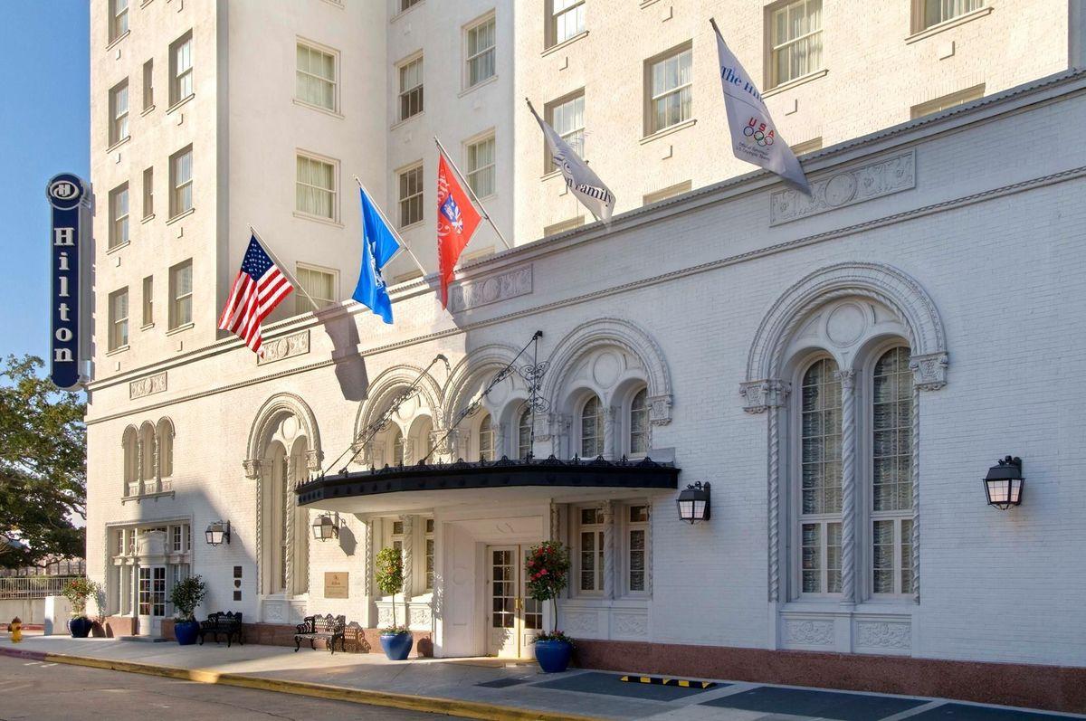 Hilton baton rouge capitol center venue baton rouge for Wedding dress rental baton rouge