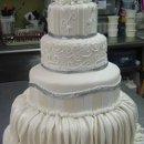 130x130 sq 1344312824112 cakes035