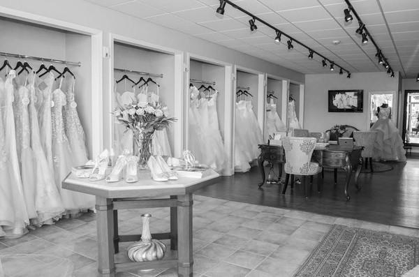 Mimi39s bridal boutique ann arbor mi wedding dress for Ann arbor wedding dress