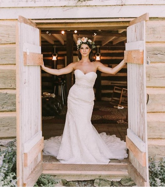 600x600 1480716020476 bride in barn