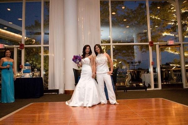 600x600 1499110631345 lesbian wedding