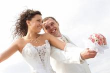 220x220 1470775957 6c00e19aafc3b470 wedding couple all white  large