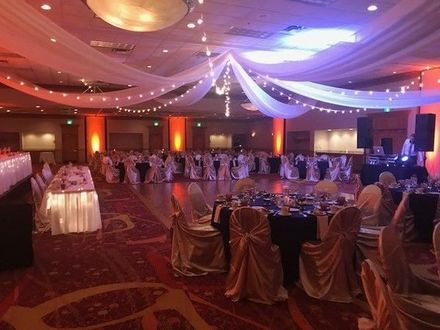 Cincinnati wedding venues reviews for 197 venues holiday inn cincinnati airport junglespirit Gallery