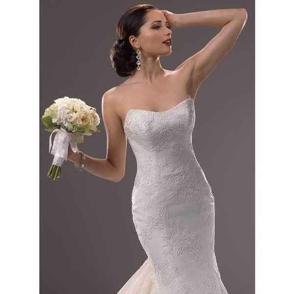 Wedding dresses michigan dearborn for Wedding dresses in michigan