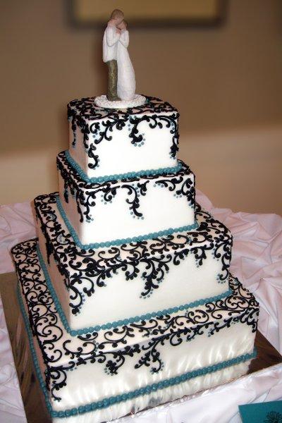 600x600 1310418054331 weddingcakeblueganacheswirlsontopoftiers