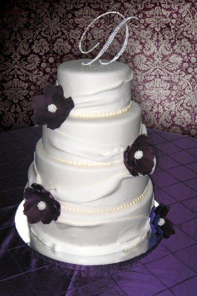 600x600 1310418172431 weddingcakefondantgatheringpurpleflowers