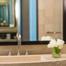 130x130 sq 1426875411269 suitekingbathroom4196