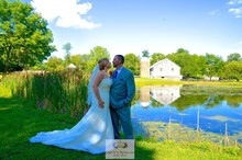 220x220 1486611943900 1486611905743 cr logo weddingscouplepondbarncrownr