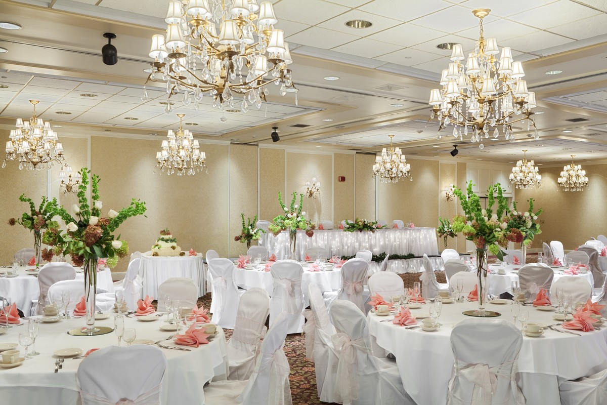 The doubletree by hilton burlington vermont venue for Wedding dresses burlington vt