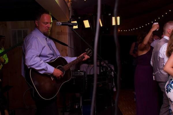 1483983434901 John Acoustic Newport wedding band