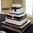 130x130 sq 1280655164404 cakes002
